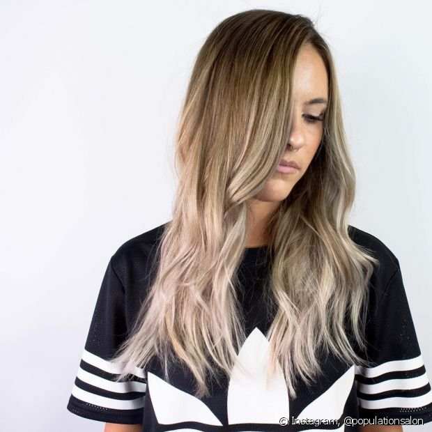 O ombré hair loiro é uma boa opção para quem não quer pintar todos os fios de loiro de uma só vez