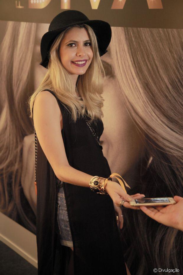 A blogueira Carol Tognon deu dicas de como cuidar dos cabelos loiros