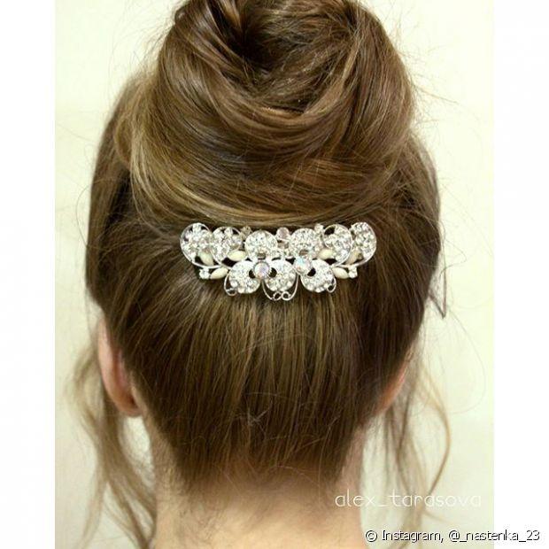 Toucados podem acompanhar todo tipo de penteado, inclusive abaixo de um coque para trazer sofisticação