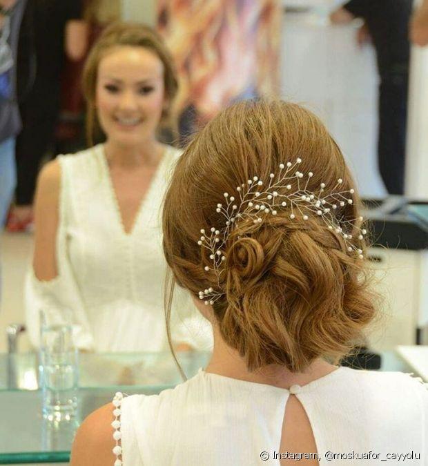 São infinitas as opções de toucados para adicionar charme ao penteado da noiva