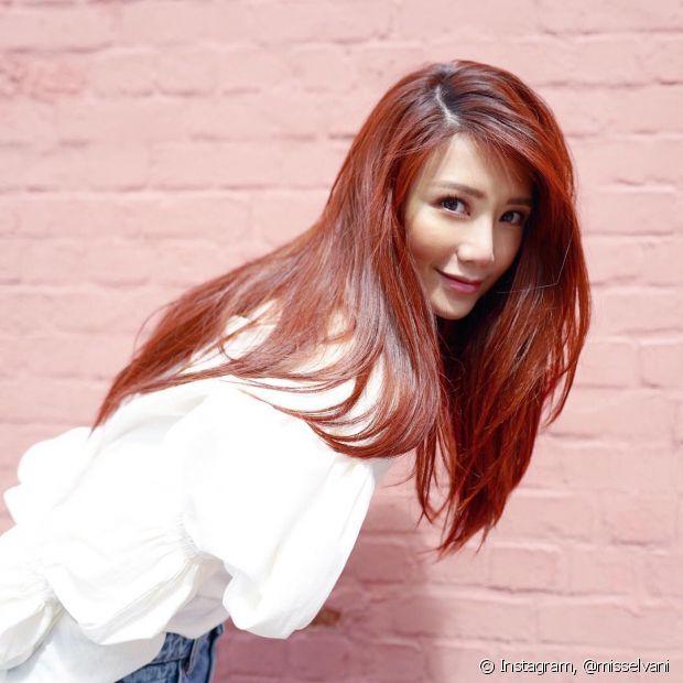 O vermelho acaju é uma versão acobreada do cabelo vermelho escuro (Foto: Instagram @misselvani)