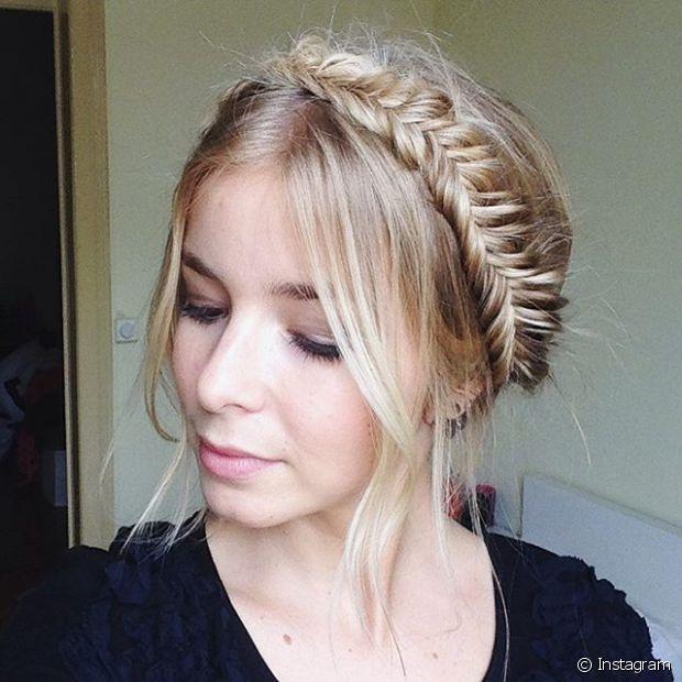 A tiara de trança pode ser usada com o cabelo preso ou solto