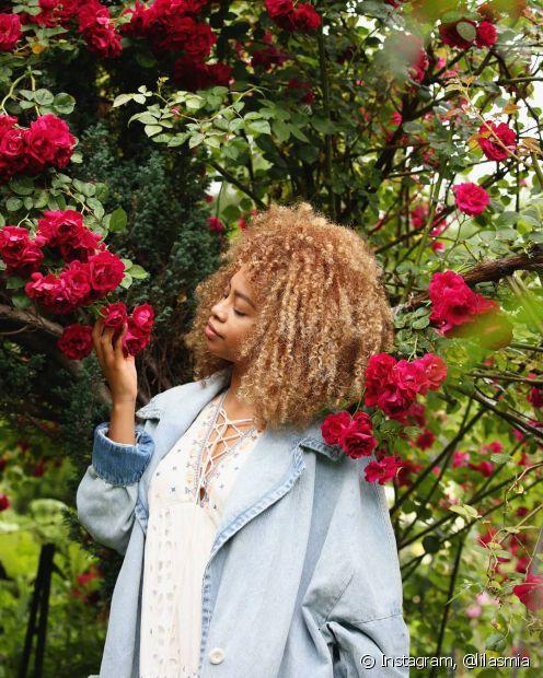 Negras com cabelo platinado é sinônimo de estilo e muito poder (Foto: Instagram, @lilasmia)