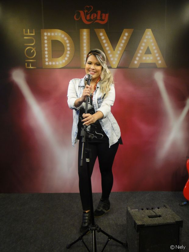 A Youtuber Patrícia Suguino se divertiu no stand Fique Diva, no Rock in Rio 2015