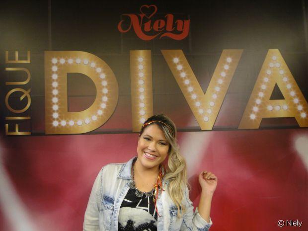 A Youtuber Patrícia Suguino escolheu seu penteado preferido no stand Fique Diva, no Rock in Rio 2015, e arrasou com seu novo visual