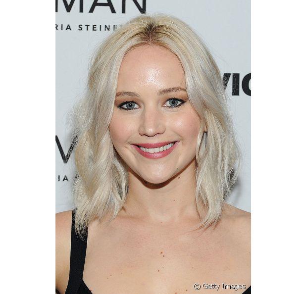 O processo de descoloração é bastante agressivo, se você já notar que seu cabelo está ressecado, se jogue na cauterização à base de queratina.