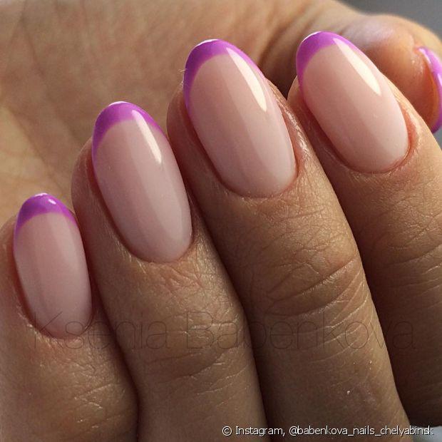 A fita crepe ou durex vai ajudar você na hora de pintar a parte colorida da unha