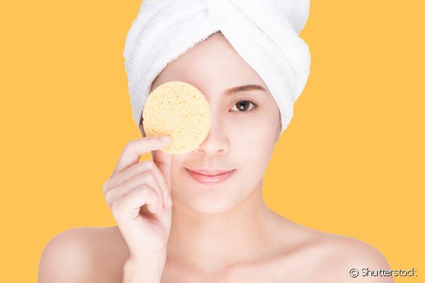 Dá para ter uma pele de pêssego usando apenas ingredientes baratinhos, que você deve ter em casa. Afinal, quem não ama uma mistura caseira?
