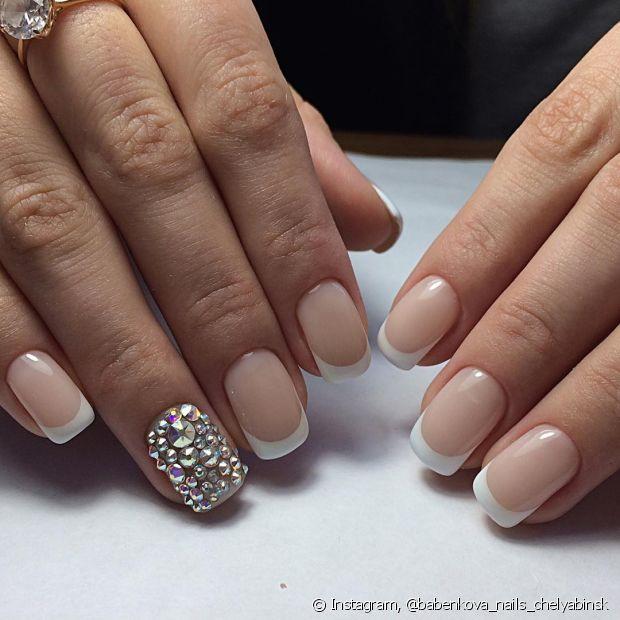 Na hora de decidir qual vai ser a unha da virada sempre rola uma dúvida. Que tal você inovar e investir em uma nail art estilosa?