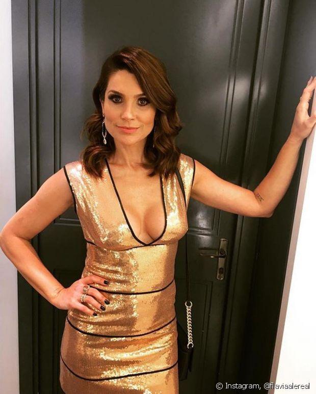 Nossa embaixadora diva Flávia Alessandra, que estava platinada, agora usa Cor&Ton Mega Colors 7.777 Louro Marrom Intenso