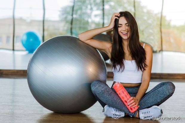 Os exercícios físicos são ótimos para diminuir o inchaço e fazer o intestino funcionar melhor