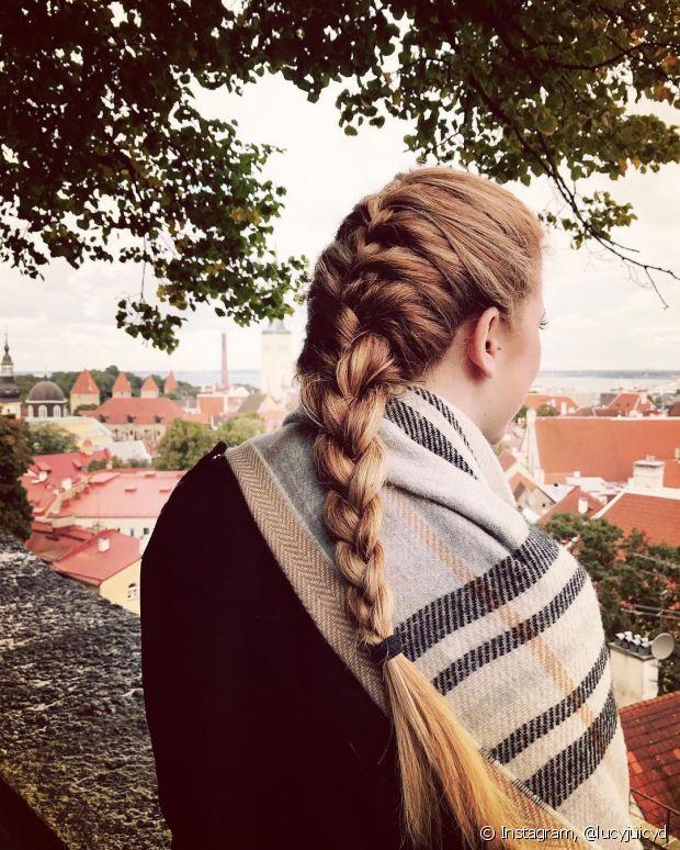 A trança embutida tradicional é excelente para quem está começando a se aventurar no mundo dos penteados