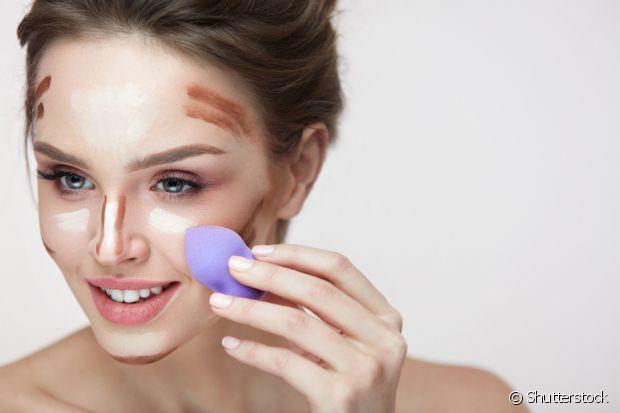 Aposte nas esponjas de maquiagem para fazer o contorno perfeito