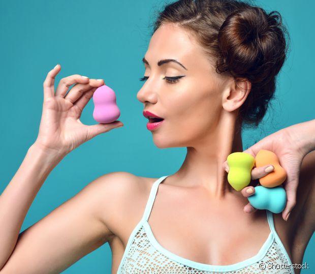 As esponjas de maquiagem tem muitas utilidades e podem ser usadas em todo o rosto