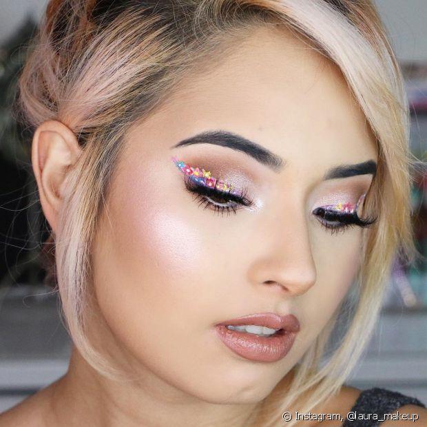 Siga o Instagram de @laura_makeup para aprender maquiagens coloridas com a colombiana