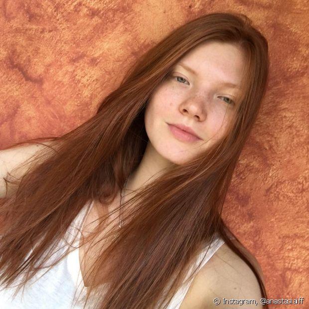 Esfoliar o couro cabeludo também ajuda a limpar profundamente a raiz e estimula o crescimento capilar
