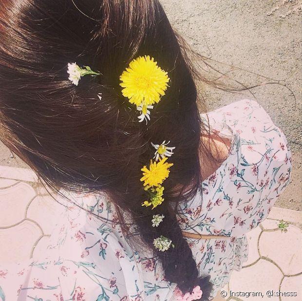 Já pensou em colocar flores naturais nos gominhos da sua trança, noivinha?