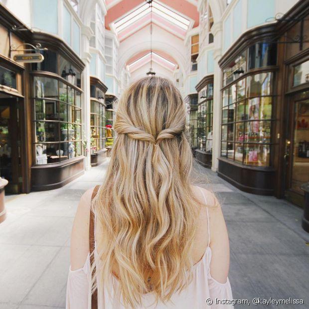 O penteado torcido deixa seu visual mais romântico e charmoso