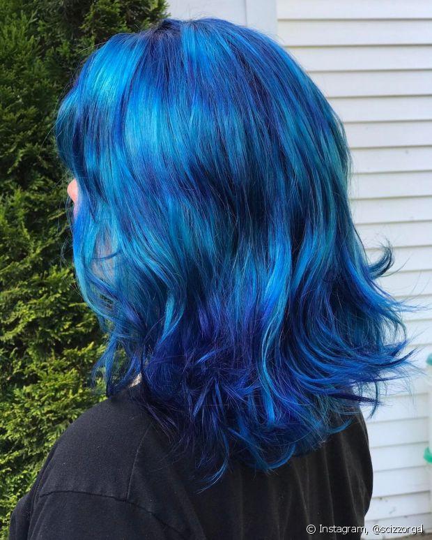 O cabelo oceano pode desbotar, então faça hidratação nos fios toda semana