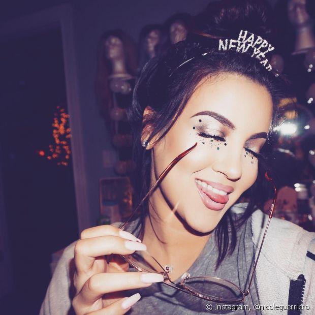 Você pode escolher uma tiara divertida para comemorações