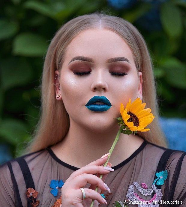 Os tons mais claros do batom azul são a gama mais dificil, pois é uma cor bem diferente do que estamos acostumadas a usar nos lábios