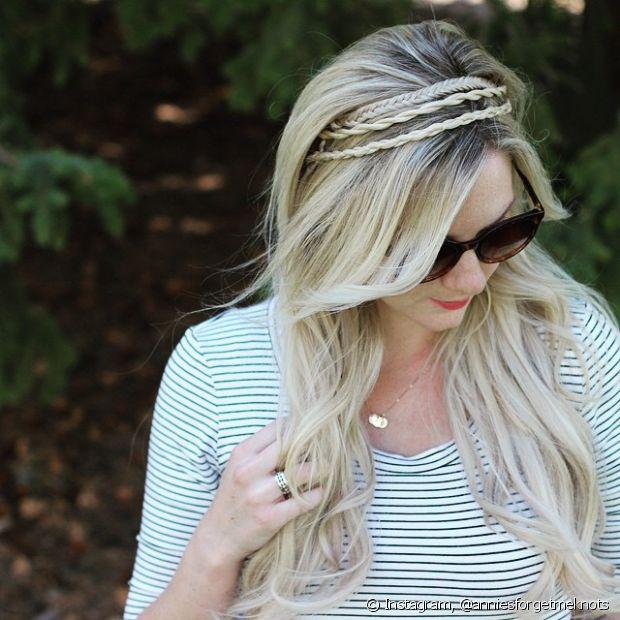Se você não conseguir fazer a tiara de trança com o próprio cabelo, use trancinhas falsas