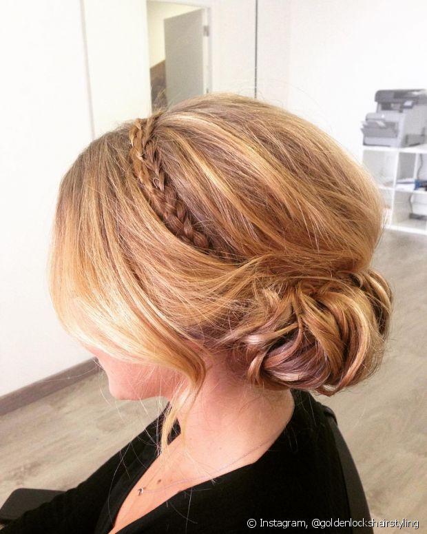 Penteados mais clássicos ganham um toque despojado com a tiara de trança e franja solta