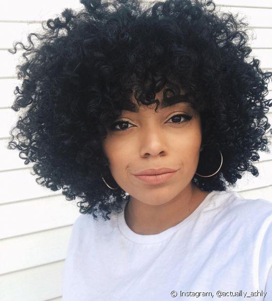 Os cabelos pretos quando estão desbotando ficam com os danos mais aparentes