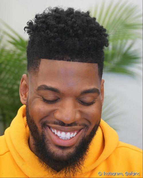 O corte de cabelo masculino para cabelo crespo no modelo flat top é atemporal (Foto: Instagram, @afginc)