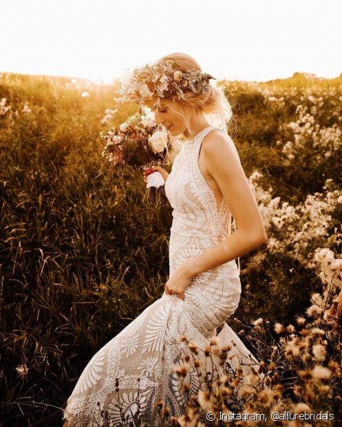 Penteados para casamento sempre está na lista das noivas: qual penteado escolher para um casamento no campo? O fique Diva separou algumas dicas para acabar com essa dúvida (Foto: Instagram, @allurebridals)