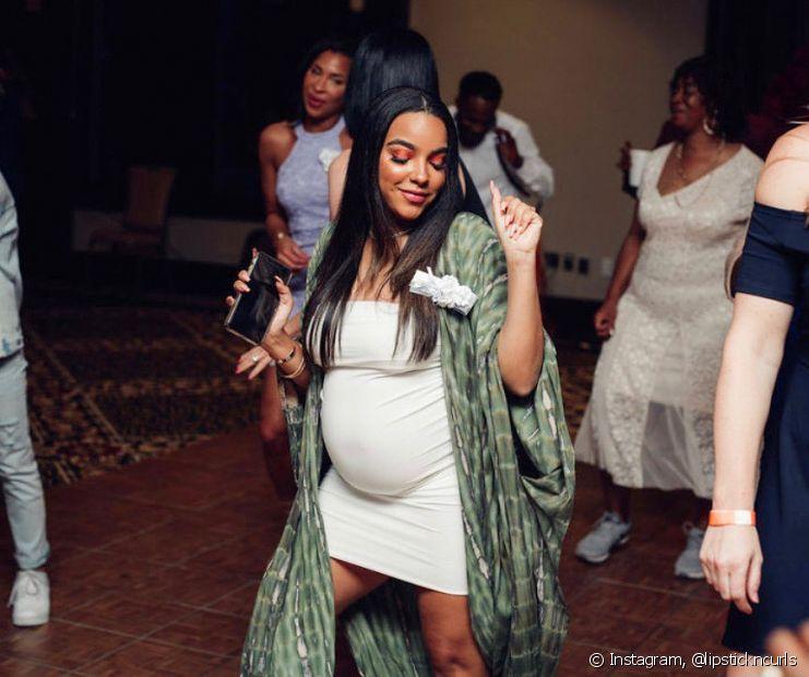 O alisamento natural de maisena é um dos mais populares entre as grávidas (Foto: Instagram, @lipstickncurls)