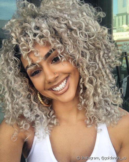 O cabelo platinado exige cuidados especiais com os fios para evitar o efeito ressecado (Foto: Instagram, @goldennn_xo)