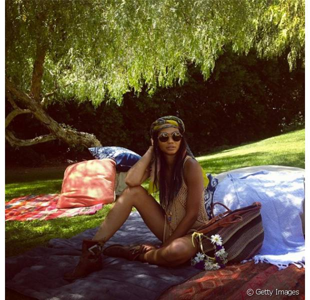 A top Chanel Iman usou um turbante nos cabelos para curtir o Coachella