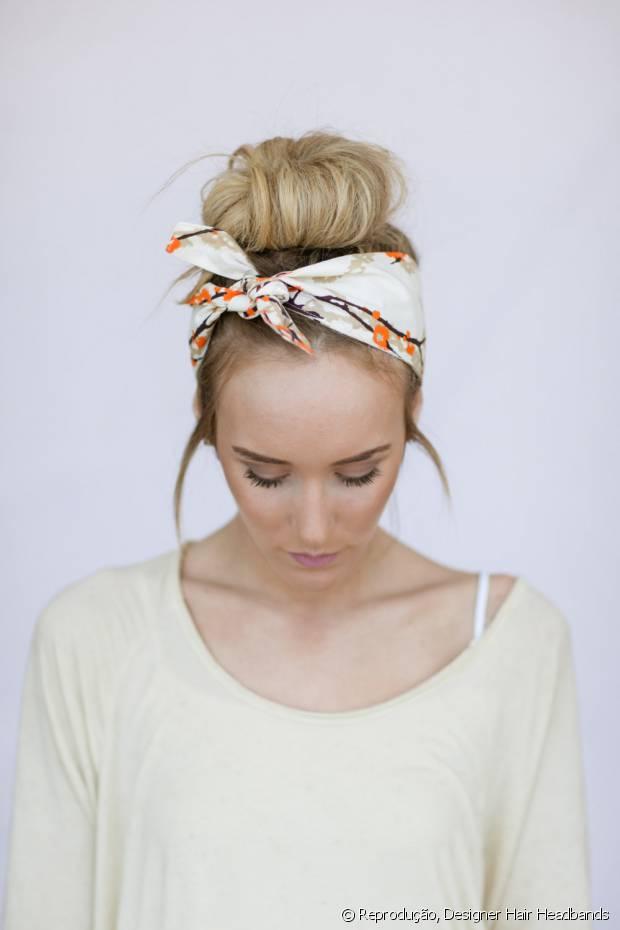 """Lenços são perfeitos para dar um up nos dias de """"bad hair day"""""""