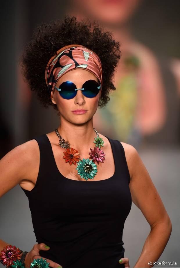 O retorno das estampas étnicas trouxe também a influência da cultura africana para dar um up nos penteados das brasileiras