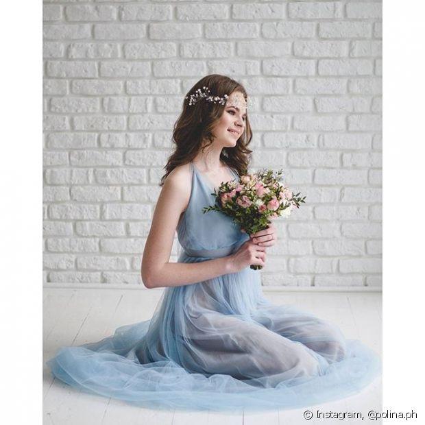 A noiva de cabelo solto pode complementar o visual com uma headband
