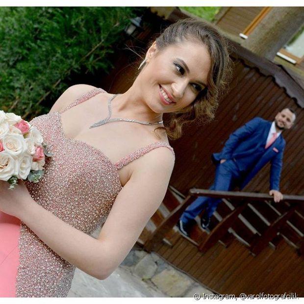 A franja lateral dá uma charme a mais nas noivas mais modernas