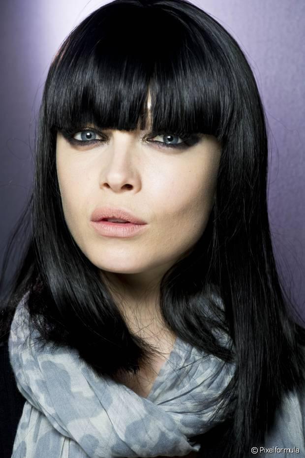 O maior desafio dos cabelos coloridos de preto é manter a cor viva e o brilho impecável