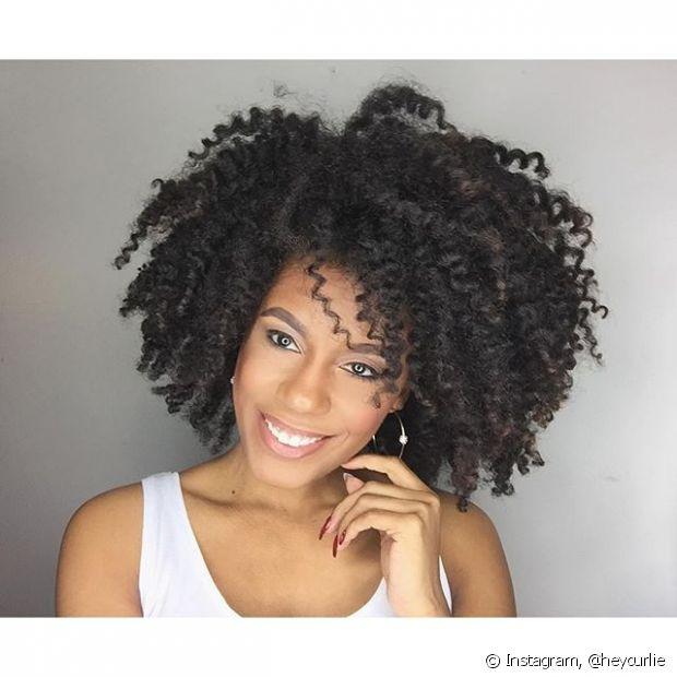 Fazer o teste de mecha e a prova de toque são fundamentais antes de aplicar qualquer química no cabelo.