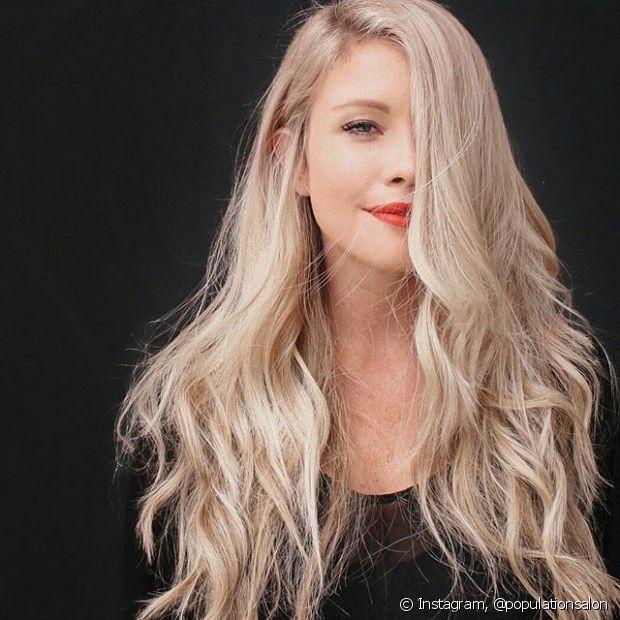 Os cabelos loiros precisam de cuidados especiais, principalmente, para evitar os reflexos indesejados nos fios, como o famoso amarelado