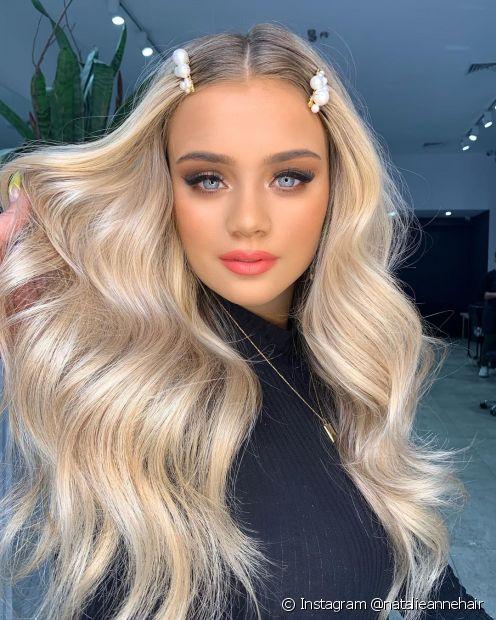 Renove seu visual com mechas loiras (Instagram @natalieannehair)