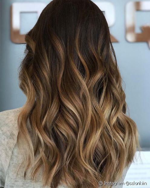 Mechas californianas resultam em cabelo estiloso (Instagram @salonkiin)