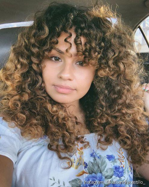Os cabelos com mechas, luzes ou reflexos combinam com todos os tipos de cabelo (Foto: instagram, @kassandracastillo_)
