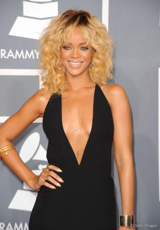 A cantora Rihanna também já apostou no look com fios claríssimos