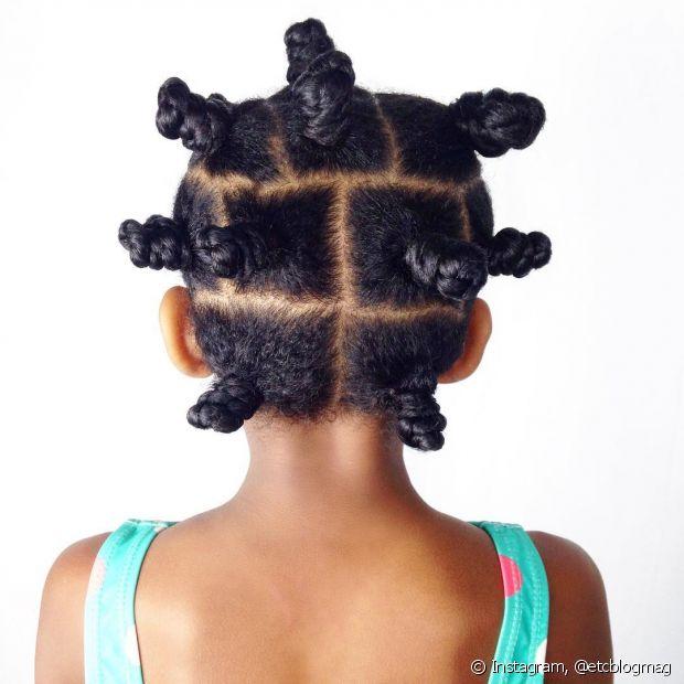 Existe uma enorme variedade de penteados para os cachos infantis