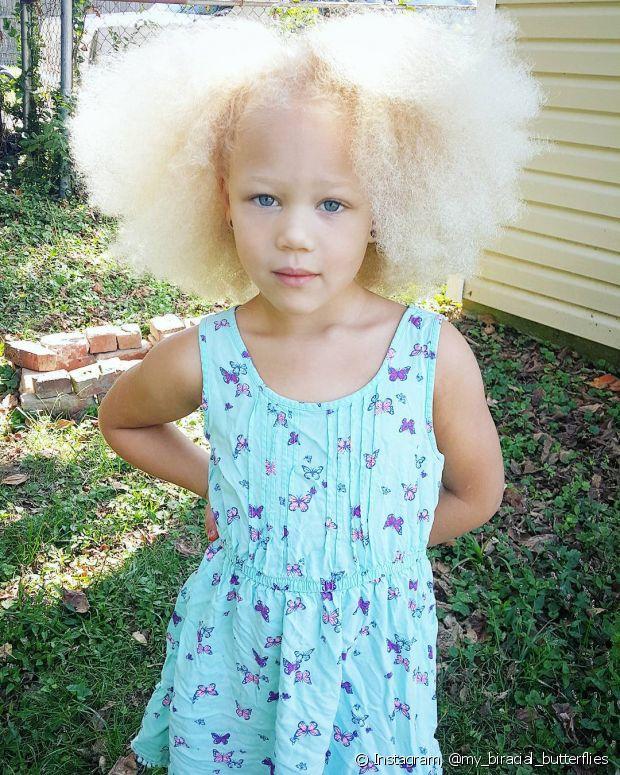 Não use palavras negativas para se referir aos cabelos da pequena
