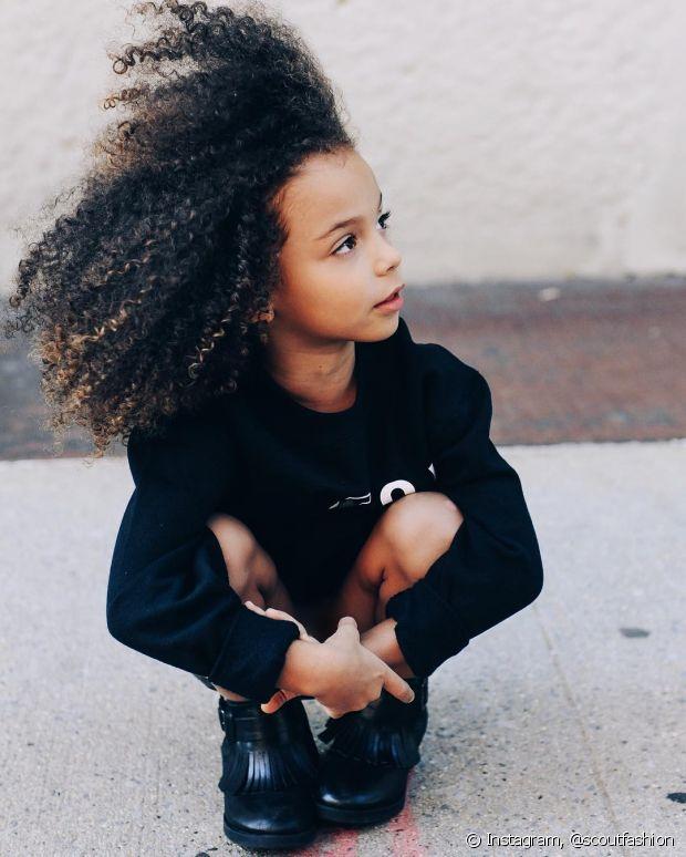 É muito importante empoderar as crianças desde cedo para que sintam confiança em usar seus cachos naturais