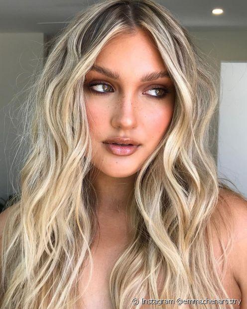 Pensando em adotar uma nova cor de cabelo? Então confira se o cabelo platinado combina com você! (Foto: Instagram @emmachenartistry)