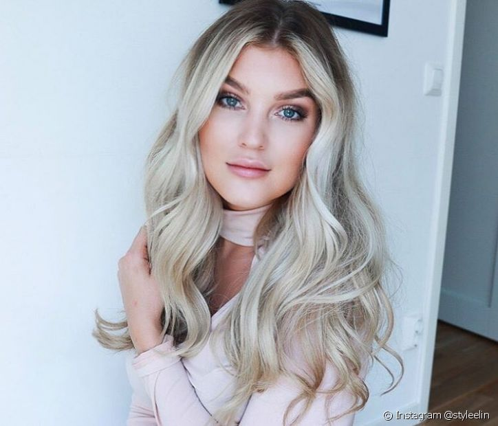 O tratamento dos cabelos platinados inclui muita hidratação, nutrição e reconstrução (Foto: Instagram @styleelin)