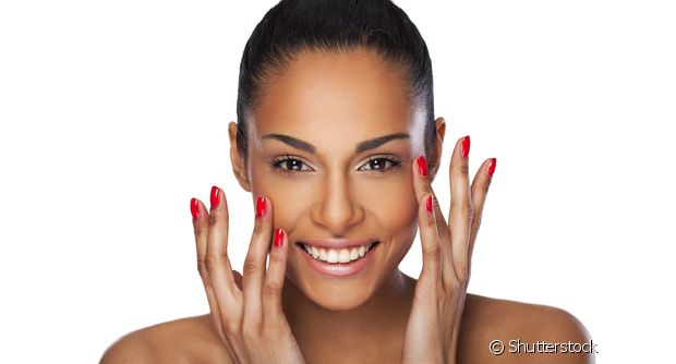O óleo de coco tira toda a maquiagem do rosto, até os produtos que são à prova d'água
